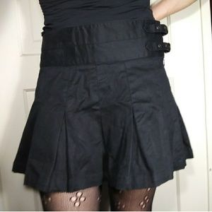 Buckled strappy pleated gothic schoolgirl skirt